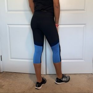 UA Crop Heatgear Leggings